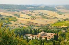 Lantligt landskap i toscana Arkivbild