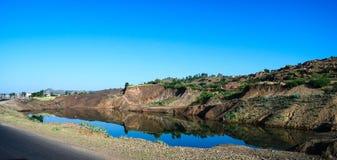 Lantligt landskap med dammet, Axum, Etiopien Royaltyfria Bilder