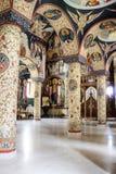 Lantligt landskap med den gamla kloster i Rumänien Royaltyfri Bild