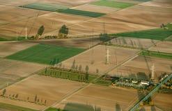 Lantligt landskap med tunnland från ballongen för varm luft royaltyfri bild