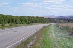 Lantligt landskap med vägen Fotografering för Bildbyråer