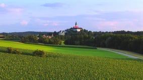 Lantligt landskap på den Andechs kloster, Bayern, Tyskland arkivfilmer