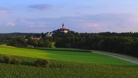 Lantligt landskap på den Andechs kloster, Bayern, Tyskland lager videofilmer