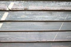 Lantligt ridit ut ladugårdträ med synliga skuggor av grå färger Royaltyfri Fotografi