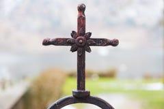 Lantligt staket Cross Arkivfoto