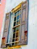 Lantligt sydligt byggnadsfönster och fasad Arkivbild