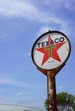 Lantligt Texaco oljatecken Royaltyfri Foto