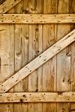 lantligt trä för ladugårddetaljdörr Royaltyfri Fotografi