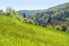 Lantligt vårlandskap runt om Steinkirchen fotografering för bildbyråer