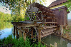 lantligt watermillhjul Arkivfoto
