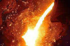 Lany żelazo i metal przy metalurgiczną rośliną Zdjęcia Stock