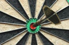 Lanza la flecha en la blanco Imagenes de archivo