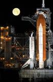 Lanzadera de espacio en la plataforma de lanzamiento Imagen de archivo libre de regalías