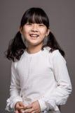 Lanzamiento asiático adolescente del retrato del estudio del niño de la muchacha - aislado Imagenes de archivo