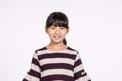 Lanzamiento asiático adolescente del retrato del estudio del niño de la muchacha - aislado Imagen de archivo libre de regalías