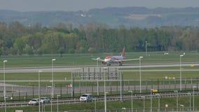 Lanzamiento de EasyJet Airbus A320-200 G-EZWC almacen de video