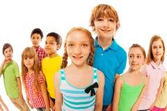 Lanzamiento de Fisheye con el grupo grande de niños felices Fotografía de archivo libre de regalías