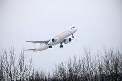 Lanzamiento de Jet2 Airbus A321-200 YL-LCV Foto de archivo