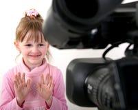 lanzamiento de la DV-videocámara una muchacha Fotografía de archivo