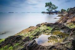 Lanzamiento de la playa de Batam en la exposición larga Imágenes de archivo libres de regalías