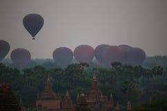 Lanzamiento de los globos Foto de archivo libre de regalías