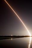 Lanzamiento de los golpes del satélite lunar sobre casa ligera Foto de archivo libre de regalías