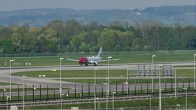 Lanzamiento de Norwegian Air Shuttle Boeing 737-800 LN-NGP almacen de metraje de vídeo