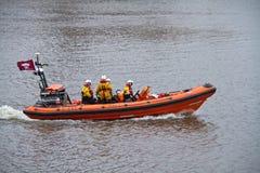 Lanzamiento de RNLI en el río Thames Imagenes de archivo