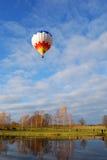 Lanzamiento del balón de aire Imagen de archivo libre de regalías