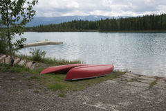 Lanzamiento del barco del lago kayak de la canoa Fotografía de archivo