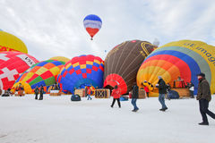 Lanzamiento del globo del aire caliente Imagenes de archivo