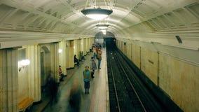 Lanzamiento del lapso de tiempo de estación de metro metrajes