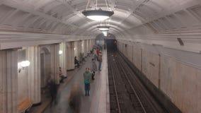 Lanzamiento del lapso de tiempo de estación de metro almacen de metraje de vídeo