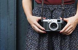 Lanzamiento del periodista de la mujer Fotos de archivo