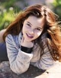Lanzamiento del retrato al aire libre con 6 adolescentes Foto de archivo