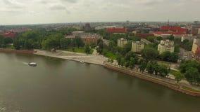 Lanzamiento del río de la ciudad de Wroclaw metrajes