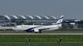 Lanzamiento plano del EL Al Israel Airlines del aeropuerto de Munich, MUC metrajes