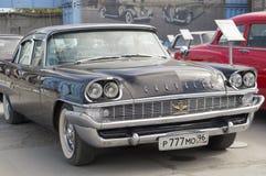 Lanzamiento retro del neoyorquino 1958 de Chrysler del coche Imagen de archivo
