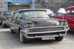 Lanzamiento retro del neoyorquino 1958 de Chrysler del coche Imagen de archivo libre de regalías