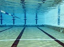 Lanzamiento subacuático de la piscina Imagen de archivo libre de regalías
