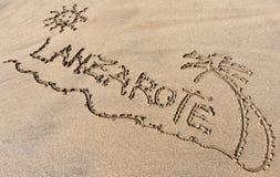 Lanzarote, сочинительство песка на пляже Стоковые Изображения