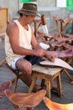 LANZAROTE, CANÁRIO ISLANDS/SPAIN - 31 DE JULHO: Stoolmaker em Lanzar foto de stock