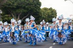 LANZAROTE, ESPAGNE - fév., 12 : Femme dans des costumes de carnaval au GR Images libres de droits