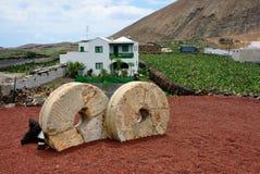 Lanzarote Guatiza, kvarnstenar Royaltyfri Fotografi