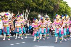 LANZAROTE HISZPANIA, Feb, -, 12: Kobieta w Karnawałowych kostiumach przy Gr obrazy royalty free