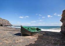 Lanzarote - Houten boot bij de mond van Barranco DE La Casita Stock Afbeeldingen