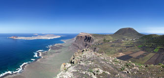 Lanzarote - La Graciosa, falaise de Famara et Monte Corona image libre de droits