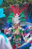 LANZAROTE SPANIEN - Februari, 12: Kvinna i karnevaldräkter på Gren Arkivfoton