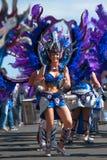 LANZAROTE, SPANJE - 14 FEBRUARI: Vrouwen in kostuums in Carnaval binnen Royalty-vrije Stock Afbeelding