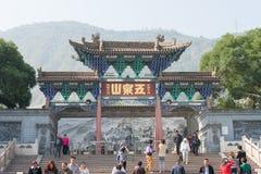 LANZHOU, CHINA - 29 DE SEPTIEMBRE DE 2014: Montaña de la Cinco-primavera (Wuquanshan P fotografía de archivo
